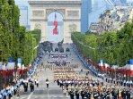 PARIS - CHAMPS- ELYSEE défilé 14 Juillet  25min Direct par RER 'E'