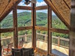 5BR Mountain Cabin with Long Range Views in Gated Community only 12 Miles to