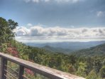 Spectacular View From Secluded Acreage. Hot Tub, Pool Table, Fire Pit, Mountain