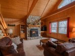 3BR, Long Range Views, Hot Tub, Open Floor Plan, Central Location, Close to