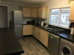 Kitchen - Oven, Hob, Fridge/Freezer, Dishwasher, Microwave & Washing Machine
