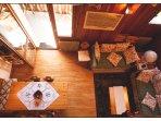 Sala da pranzo e soggiorno visti dal soppalco