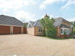 Modern 4 Bed Open Plan Bungalow on Private Estate - Wyfold, Henley on Thames RG9