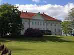 Schloss Hohenzieritz, nur 100m vom Ferienhaus gelegen