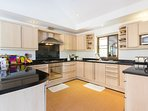 Beautiful, fully fitted kitchen