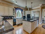 Full Kitchen. Gas Stove 2 ovens 2 refrigerators, all cookware - Granite top