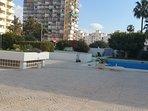 zona piscina y jardines