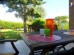Une petite orangeade à siroter sur la terrasse du gîte OLIVIA