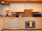 Fully equipped kitchen, the supermarket is 5 minutes drive away
