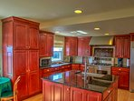 Prepare tasty meals in the beautifully designed, fully equipped kitchen.