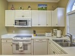 This bright kitchen comes fully equipped with everything you need!
