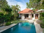 VILLA PAGI, 2 BEDROOMS, POOL, SHORT WALK TO THE BEACHFRONT
