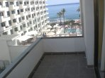 Balcony and pool/sea view