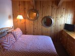 Queen bed with views of Martis Valley
