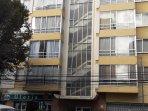 Fachada principal de Edif. Apolo. Excelente ubicación en el corazón de La Paz