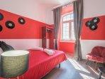 red queen size bedroom