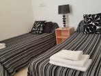 Bedroom n2 with 2single beds