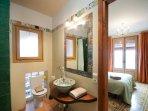 Baño del apartamento Mir