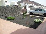 Jardín entrada y parking privado