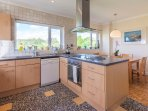 Bright and spacious Kitchen breakfast room