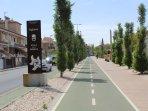Carril bici y peatonal a Campus de la Salud y Centro Comercial Nevada