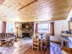 Eagle Lake Cabin- Single story, forest views, log furniture!