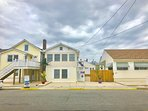 4 BEDROOM,2 BATH BEACH HOUSE,PRIVATE BACKYARD,RINSE OFF SHOWER,RESERVED PARKING