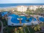 Mais luxuoso e moderno resort nas proximidades do Beach park. Construido na praia com acesso privado