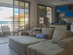 Sofa cama para relaxar em familia e curtir fim de tardes olhando para o Mar