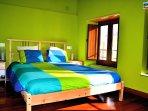 Habitación principal cama de 140cm.