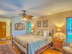 Drift into deep sleep in the King Size bed in the tropical style 'Bahama Room'