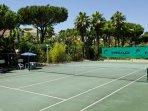 The tennis courts are available all year long. A surcharge applies