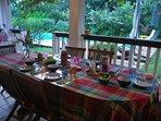 Petit-déjeuner sur la terrasse commune