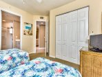 Twin Bedroom with TV; Fan; Freshly Decorated! Perfect for Singles or Kids!