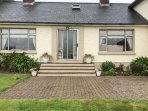 ASH DRIVE HOUSE, woodburner, off road parking, comfortable family cottage near B