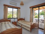 Twin bedroom with A/C with terrace access