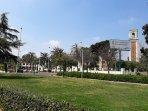 Avenida de TRES CRUCES Jardines en la entrada al Hospital