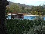 Prachtige uitzichten over de Jalon vallei omdat het huis op de berg ligt.