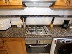 Cocina a gas ciudad con horno eléctrico y lavadora-secadora