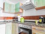 Cocina totalmente equipada tanto de menaje como electrodomésticos.