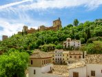The apartment enjoys magnificent views of the Alhambra.