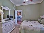 Snobeach - Second Floor Queen Bedroom