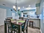 Summer Lake 35 - Dining Table and Breakfast Bar