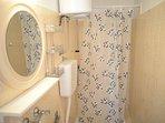 R1(2): bathroom with toilet