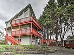 Have a memorable Grayland getaway at this 2,700 square foot vacation rental home with a double-deck balcony and...