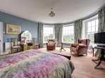 The master bedroom suite (the one you shall all be fighting over!)