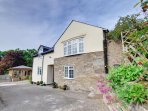 This attractive cottage is just a mile outside the market town of Welshpool, with lovely views over surrounding...