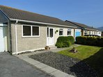 This neat bungalow stands in a quiet cul de sac location in Fairbourne, close to the beach and the steam railway