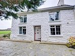 Bwthyn-to-Maen is an attractive whitewashed cottage in the Pembrokeshire Coast National Park