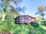 22 Timber HIll is a cedarwood lodge in a prime location in award winning grounds